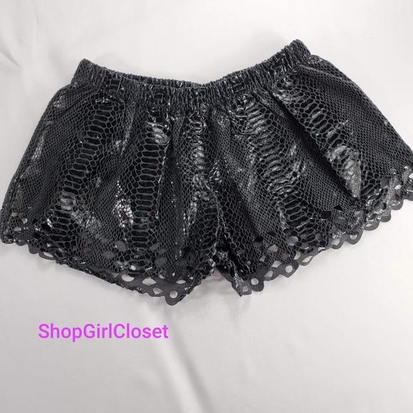 💥Just In💥English Rose Black Shorts..Sz Sm Junior
